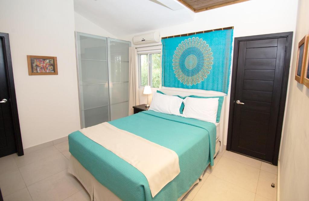 Una cama o camas en una habitación de Colibri Boutique Hotel