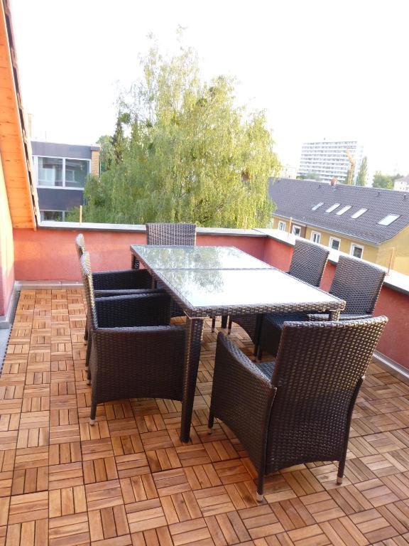 ferienwohnung g nstig wohnen in m nchen deutschland. Black Bedroom Furniture Sets. Home Design Ideas