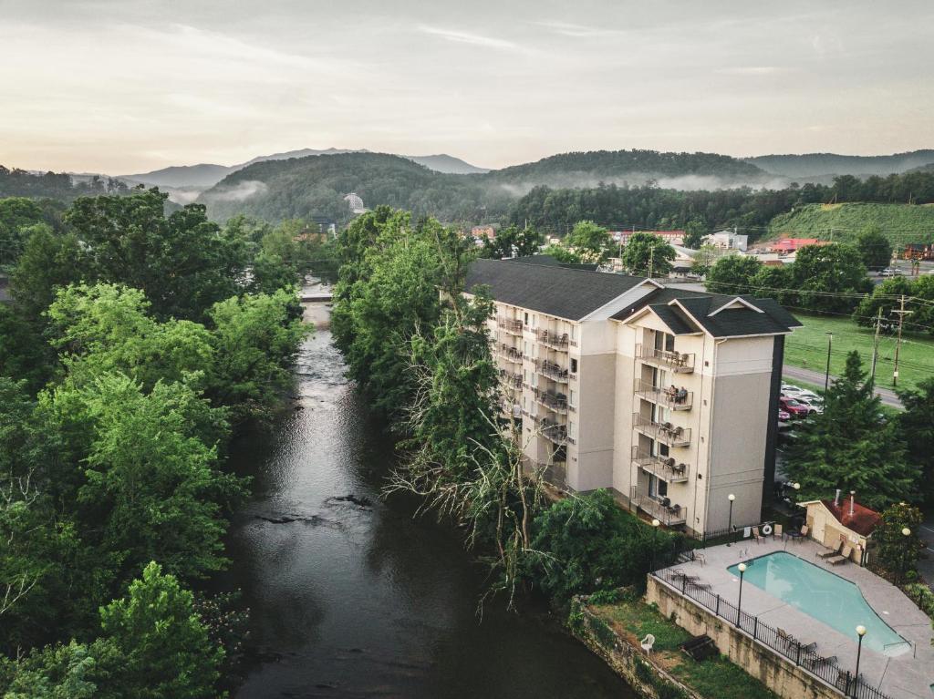 Uma vista aérea de Twin Mountain Inn & Suites