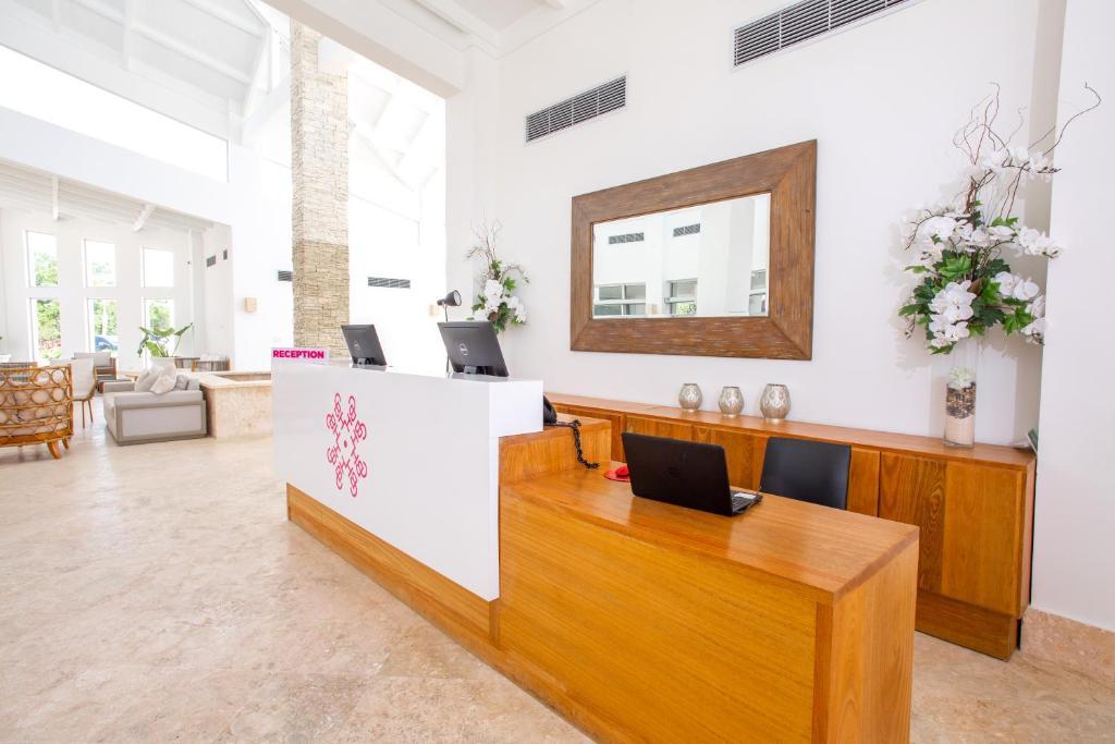 El lobby o recepción de Coral House Suites