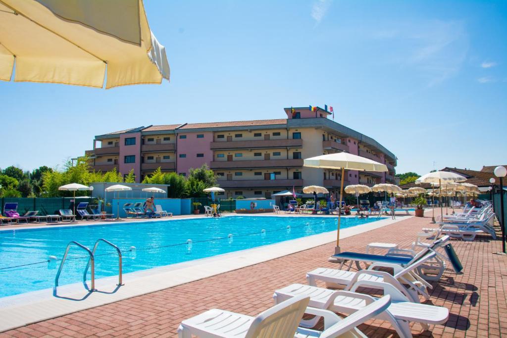 Condo hotel costa paradiso lido adriano italy - Bagno marina beach lido adriano ...
