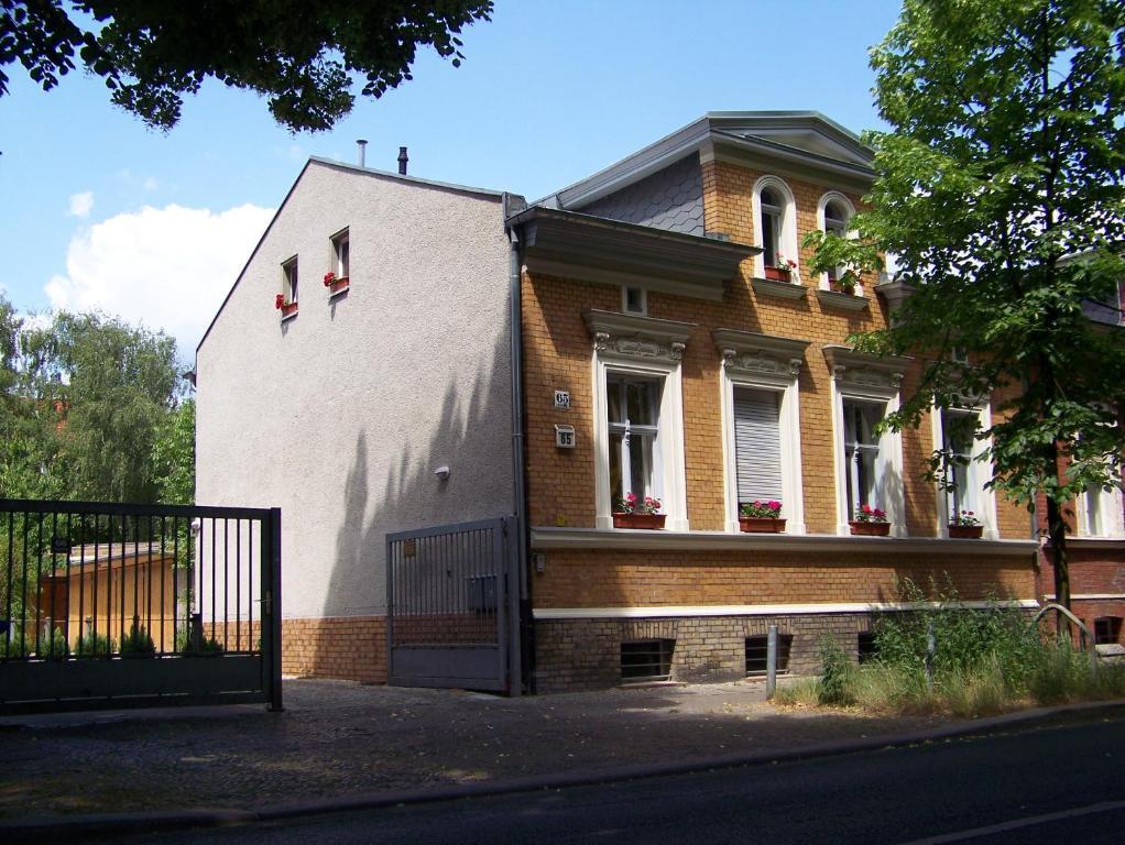appartement weissensee berlin germany. Black Bedroom Furniture Sets. Home Design Ideas