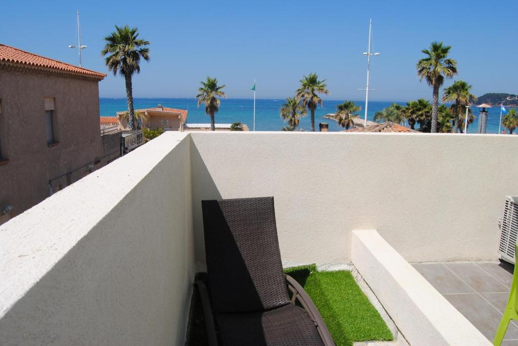 Appart 39 h tel le dauphin francia six fours les plages for Appart hotel plaisir