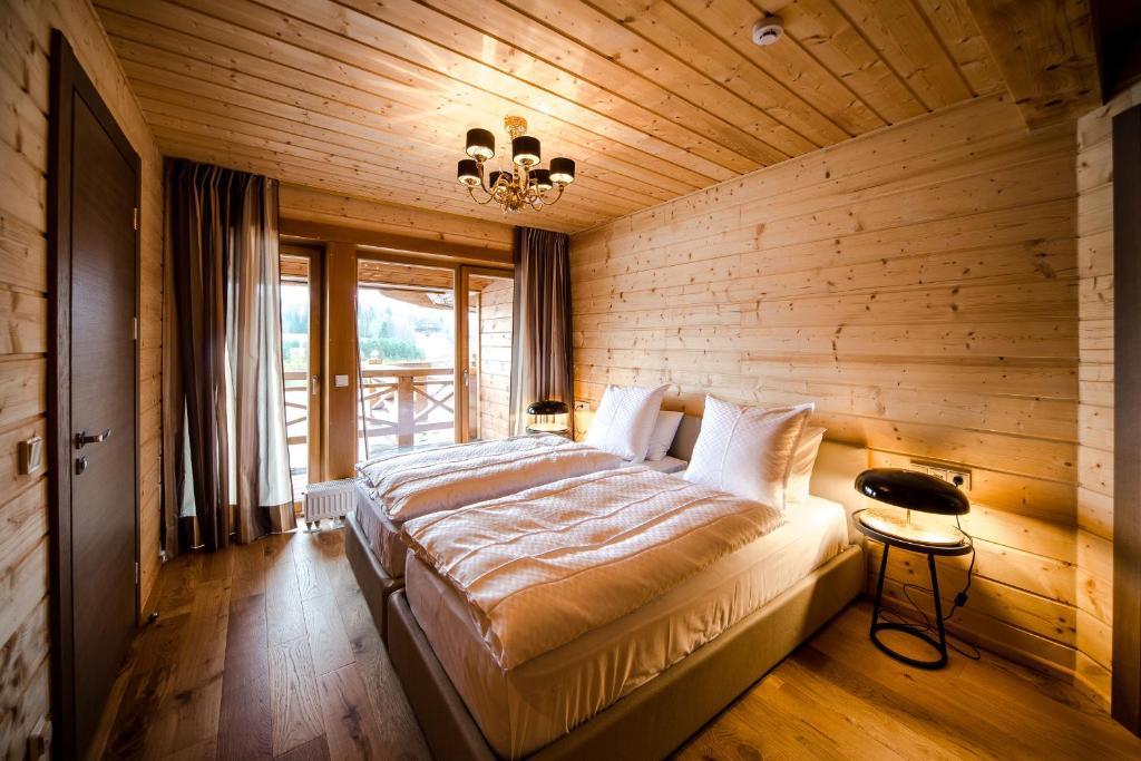 Дизайн спальни с евровагонкой