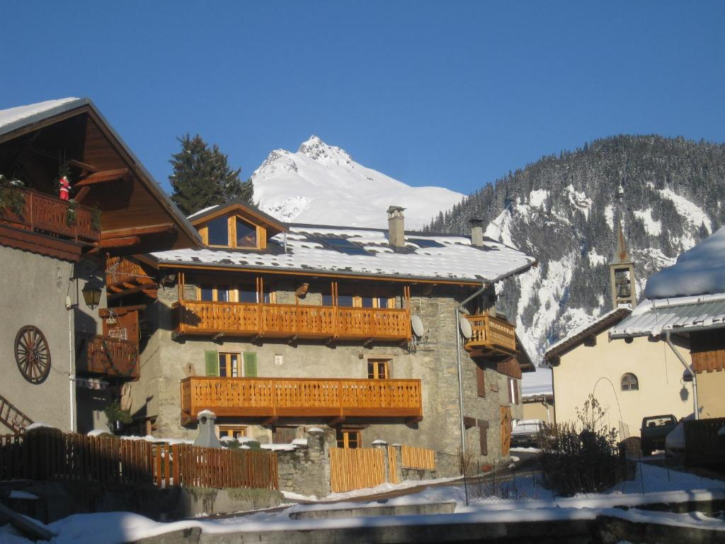 Chalet tarine bourg saint maurice france for Bourg st maurice piscine