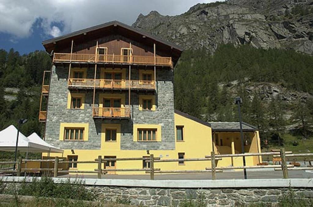 Foyer De Hotel : Hotel foyer de montagne italia valgrisenche booking