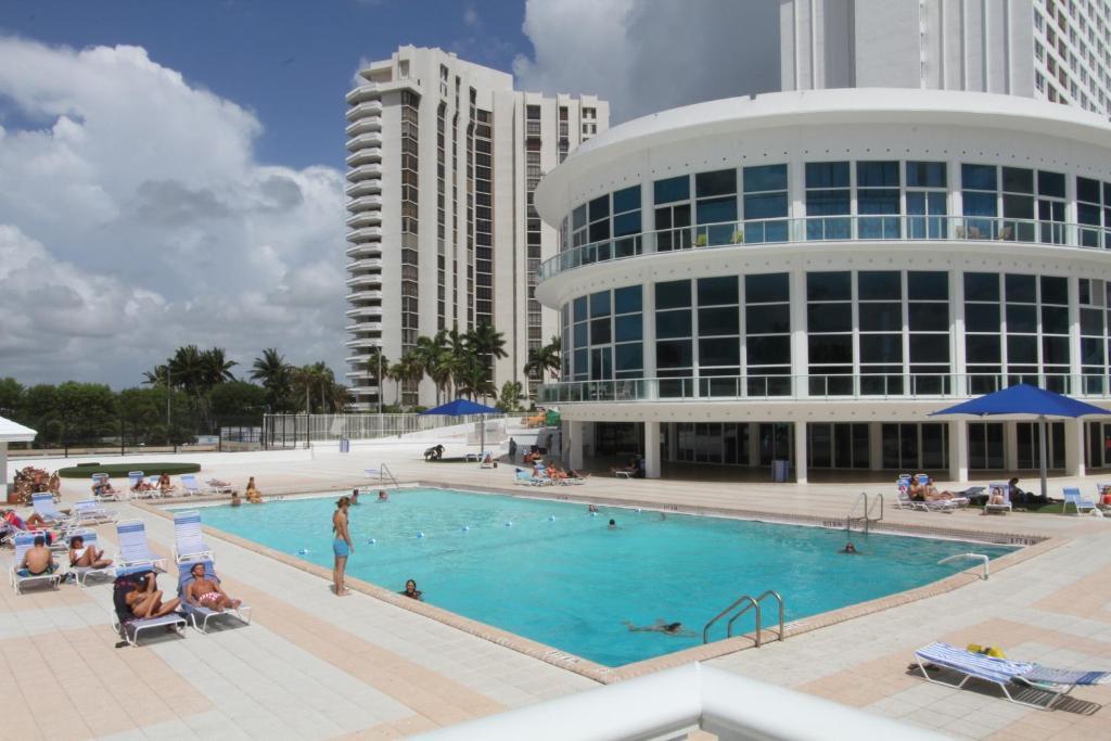 Soleil Apartments, Miami Beach, FL - Booking.com