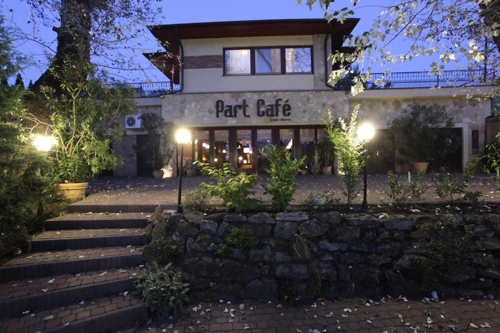 Part Cafe Panzió