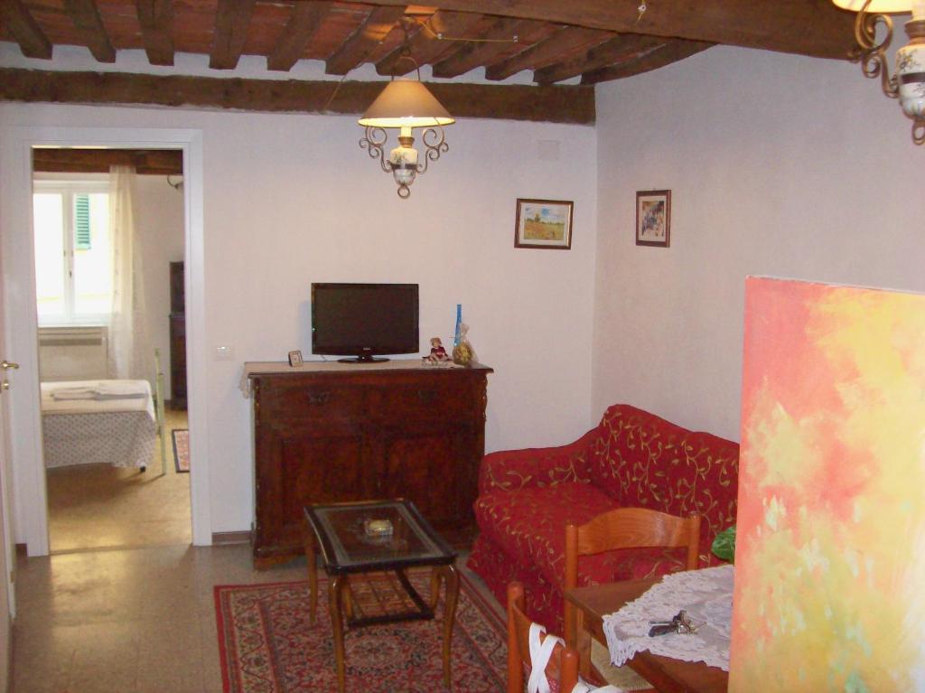 Apartment anfiteatro romano lucca italy for Anfiteatro apartments