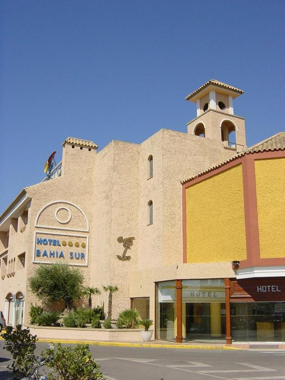 Y apartamentos bahia sur san fernando spain - Hotel y apartamentos bahia sur ...