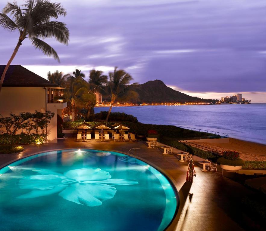 A piscina localizada em Halekulani ou nos arredores
