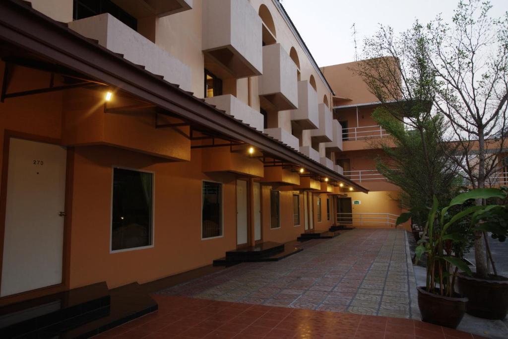 Отзывы Ratchada Resort and Spa Hotel, 3 звезды
