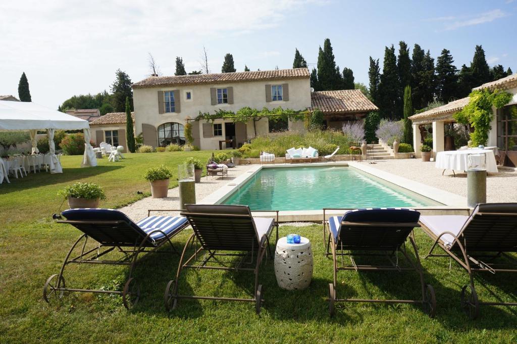 villa mas saint r my de provence saint r my de provence france. Black Bedroom Furniture Sets. Home Design Ideas