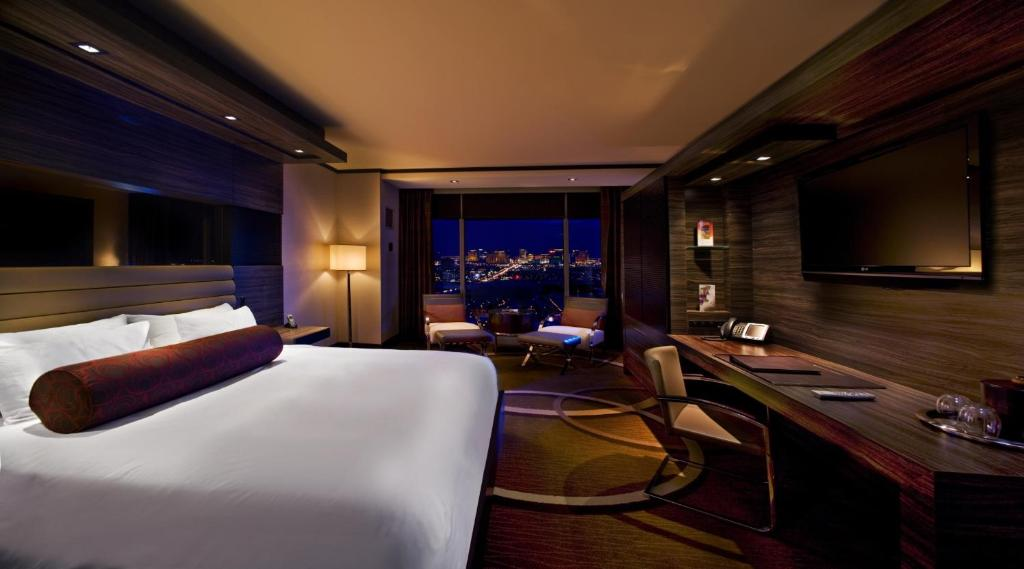 Una televisión o centro de entretenimiento en M Resort Spa & Casino