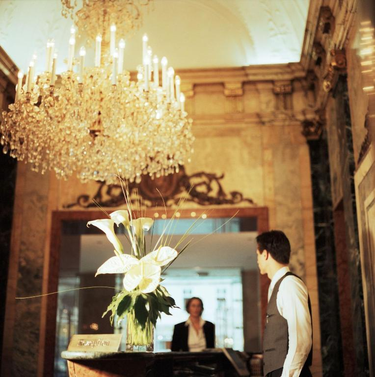 28532695 - Hotel Ambassador