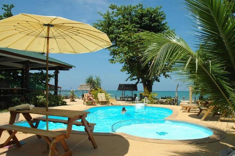 المسبح في Ocean View Resort أو بالجوار