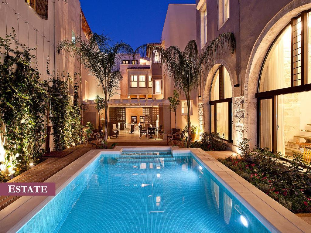 בריכת השחייה שנמצאת ב-Rimondi Boutique Hotel - Small Luxury Hotels of the World או באזור