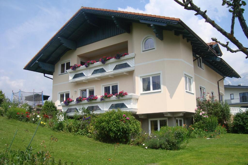 Appartement alpenblume schladming austria for Booking appartement