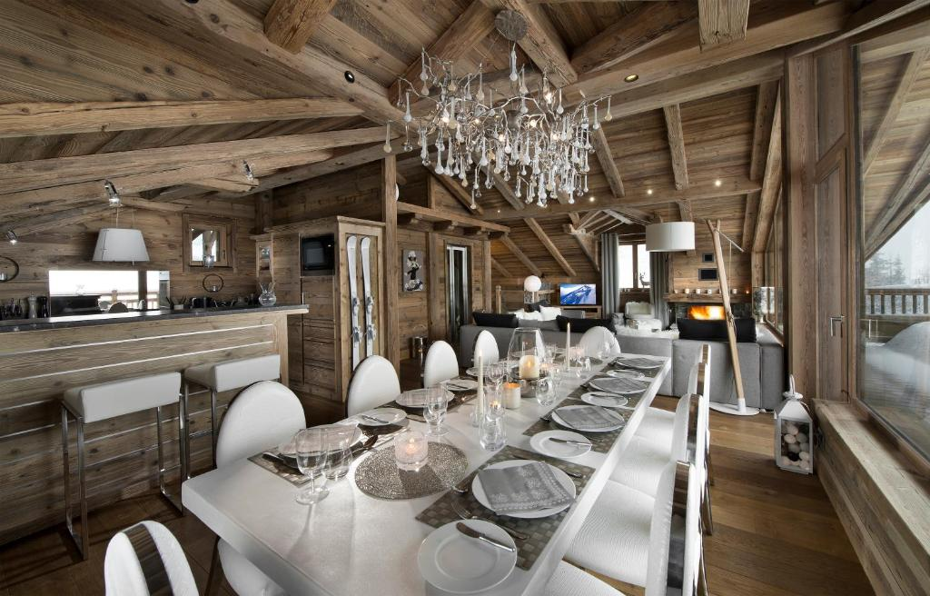 les 3 chalets courchevel france courchevel. Black Bedroom Furniture Sets. Home Design Ideas