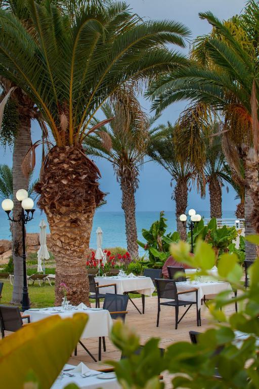 Пафос отель queens bay