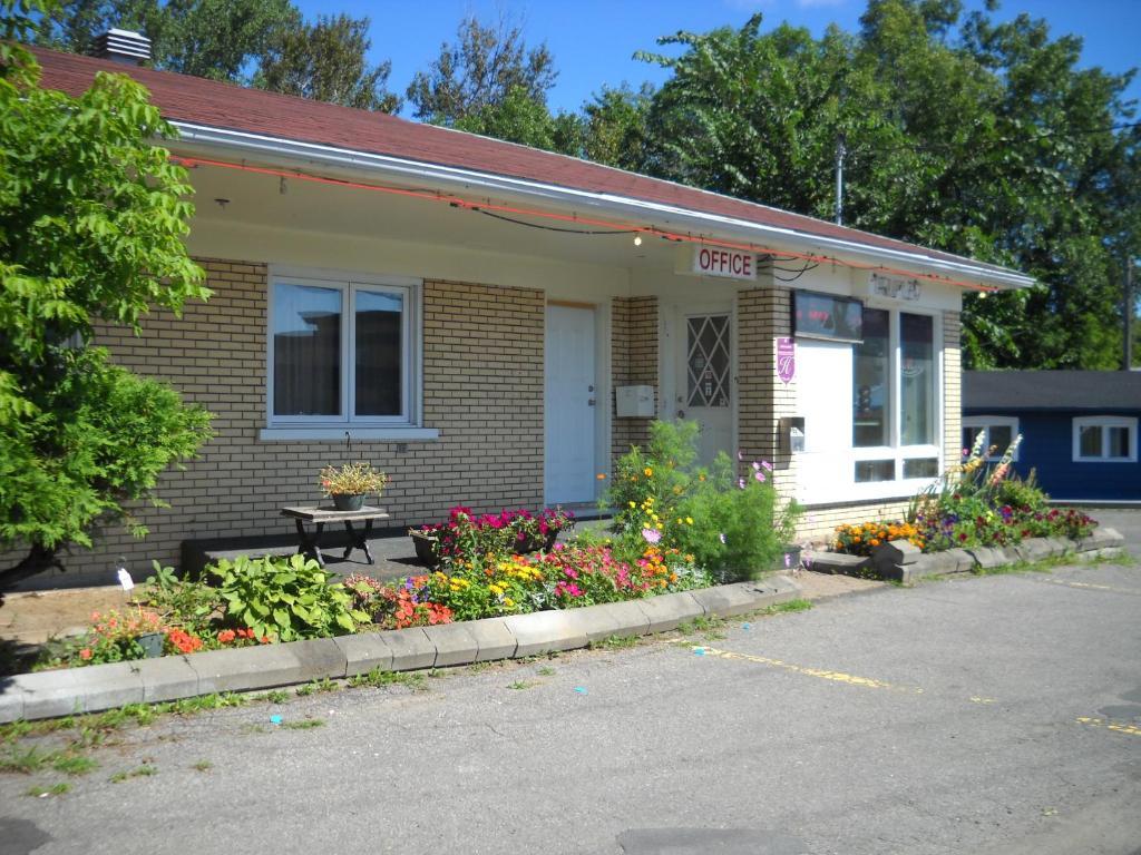 Motel le jardin canad quebec for Motel jardin