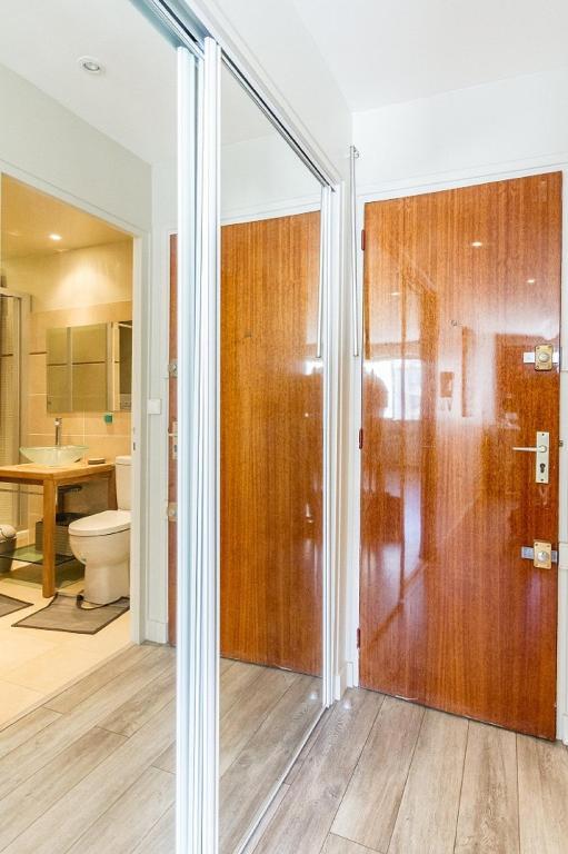 Apartment studio porte de versailles paris france - Massage porte de versailles ...