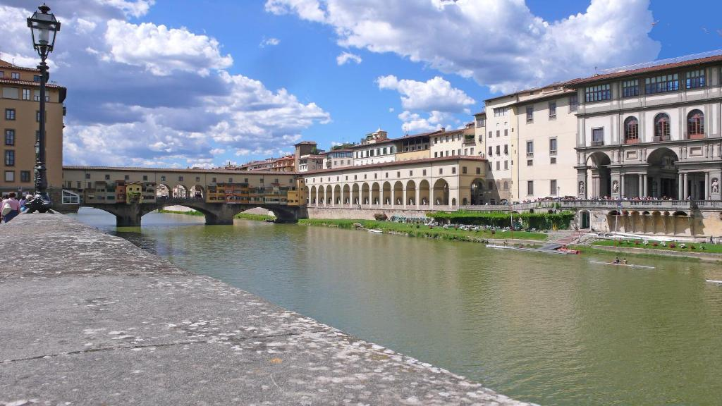 Apartment lungarno serristori florence italy for Appart hotel florence