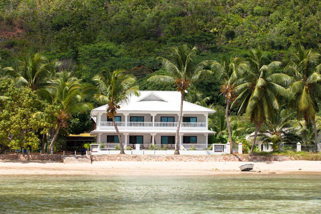 Villa face mer seychelles anse volbert village for Villa jardin seychelles