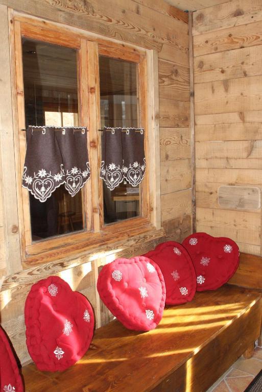 Apartment maison pomme de pin tignes france for Lampe pomme de pin