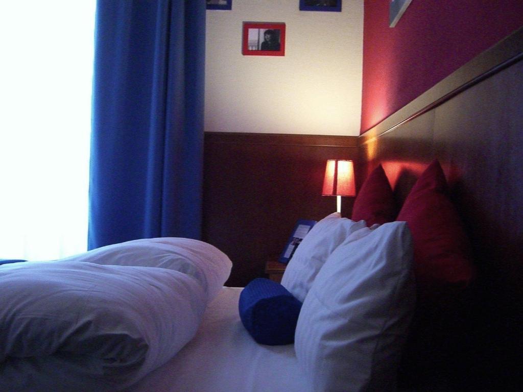 hotel little paris hotels in frankfurt hotels. Black Bedroom Furniture Sets. Home Design Ideas