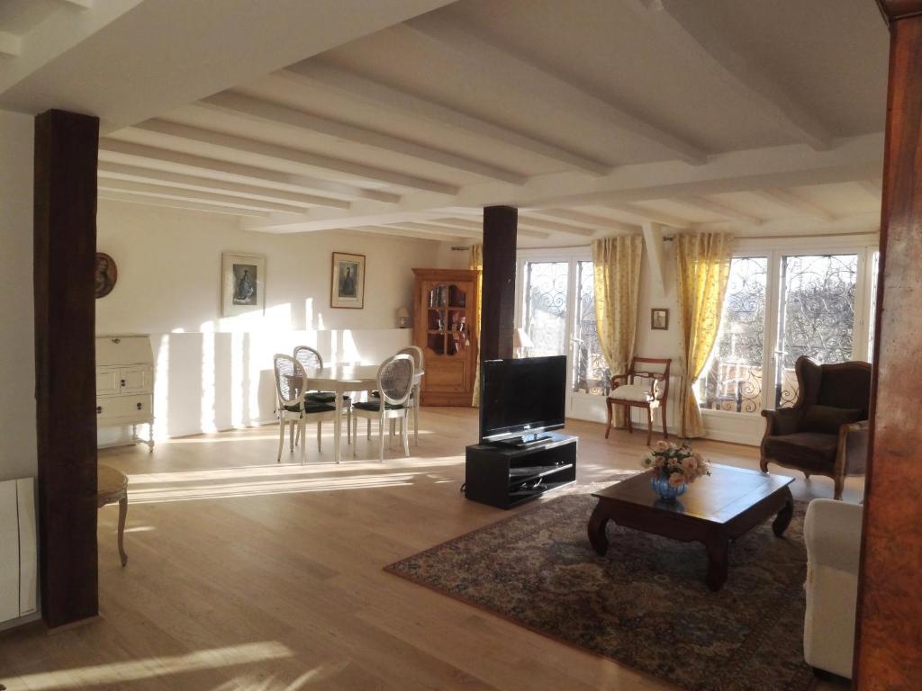 apartment le loft campagnard giverny france. Black Bedroom Furniture Sets. Home Design Ideas