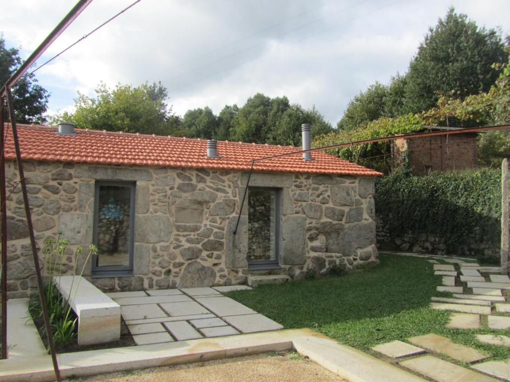 Casa de campo cottage casa da cal paredes de coura for Casa de los