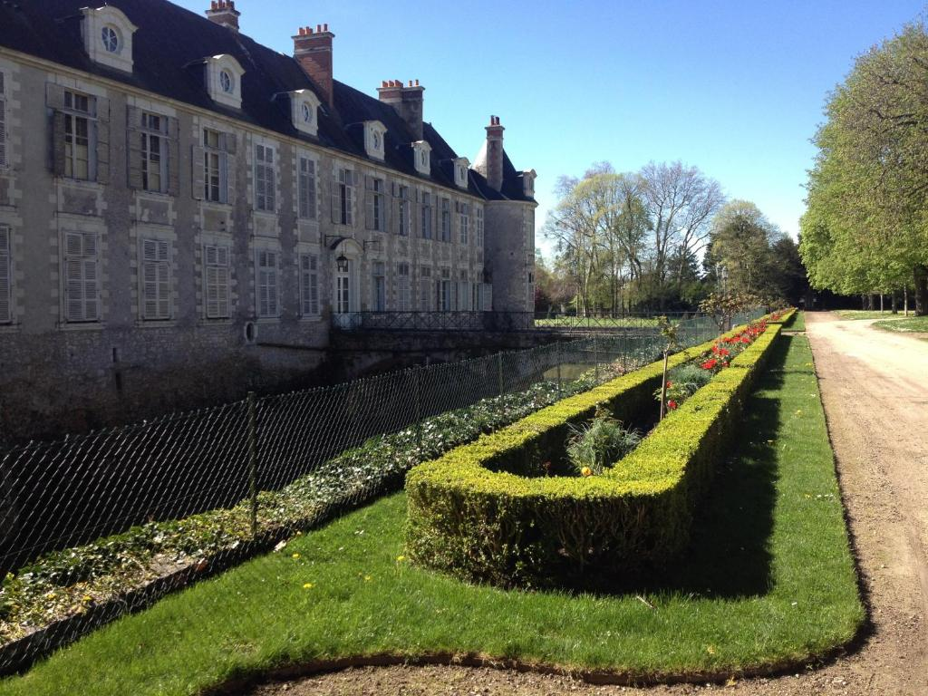 Appartement ch teau avaray france for Appart hotel dans le 95