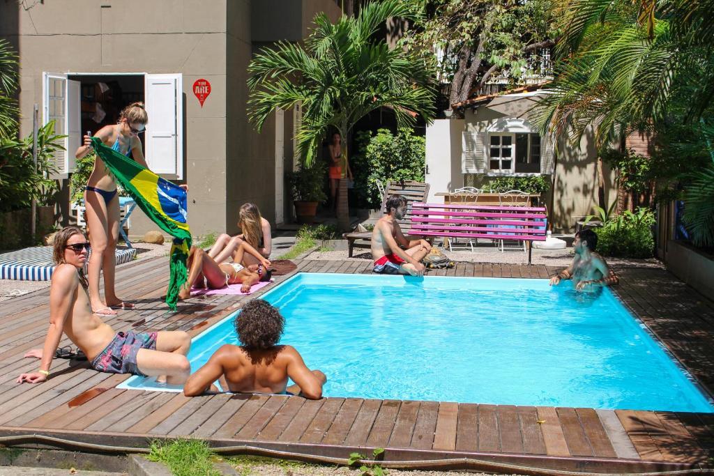 A piscina localizada em Ipanema Beach House ou nos arredores