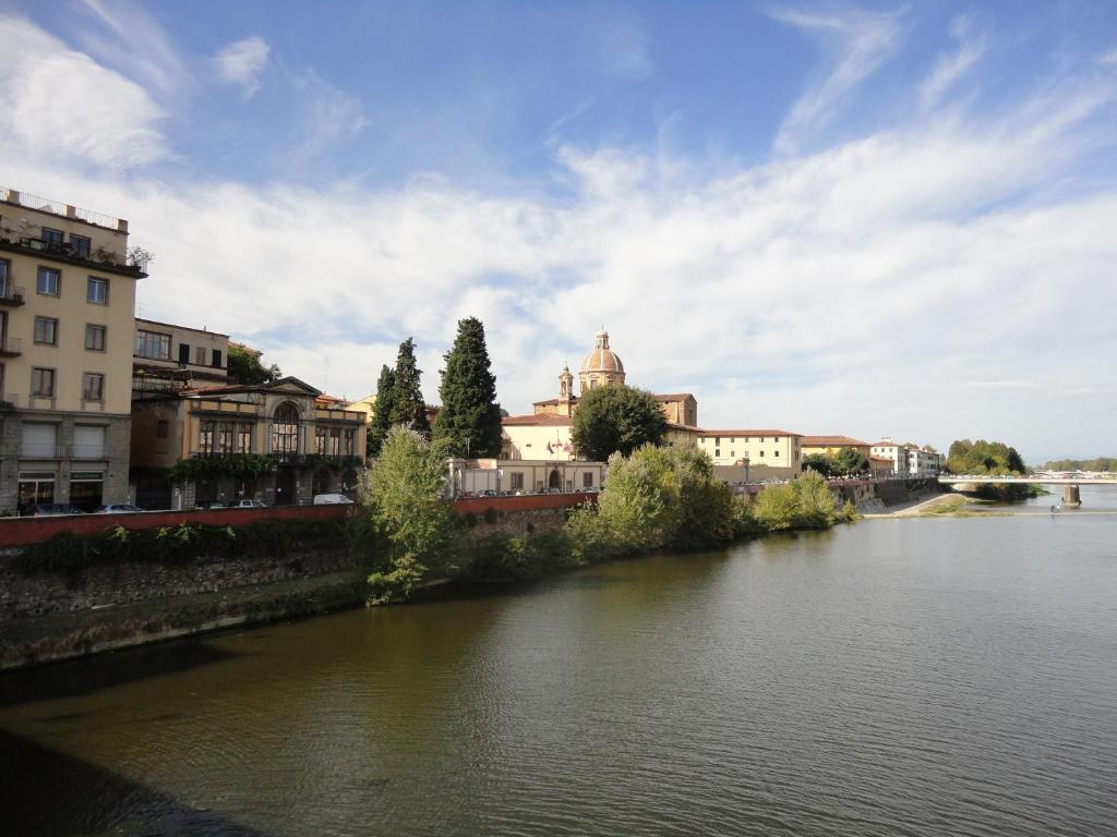 Apartment oltrarno firenze florence italy for Appart hotel florence
