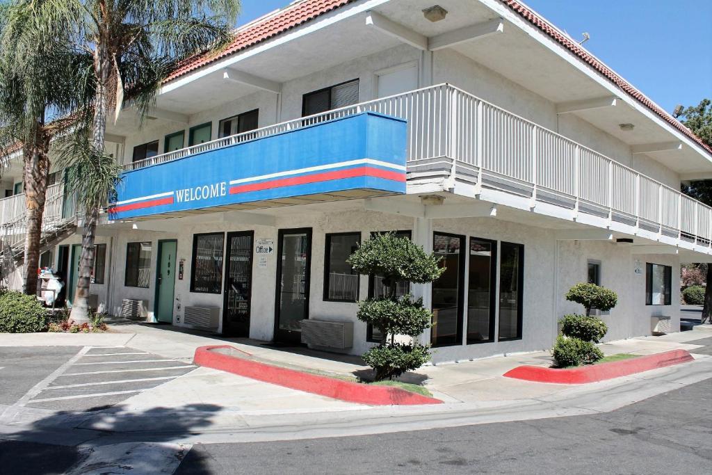 Motel  Bakersfield Convention Center