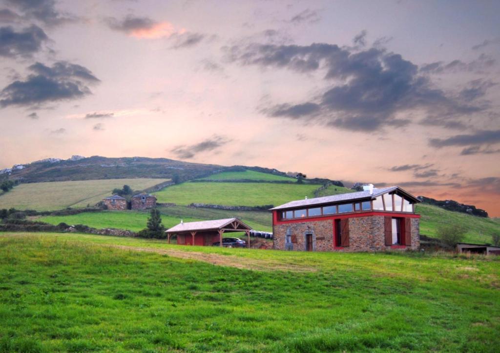 Casa rural el busgosu el vallin spain for Casa rural mansion terraplen seis
