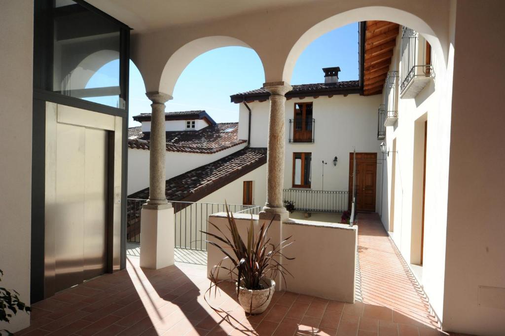 Appartamento casa botta luino lago maggiore italia for Designhotel lago maggiore