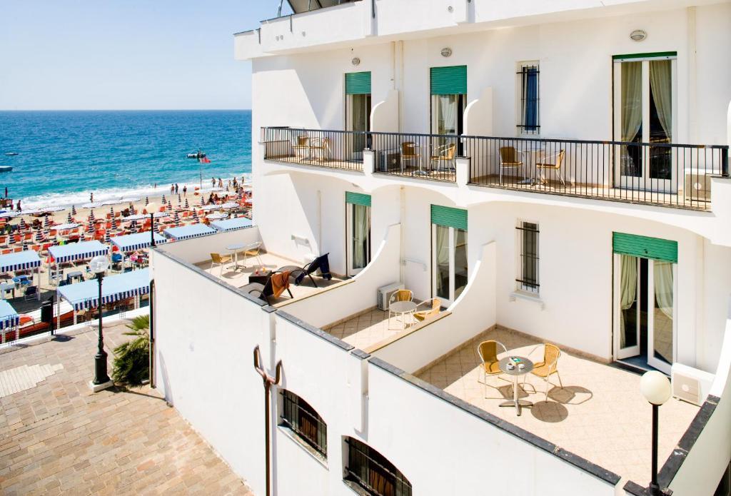 Hotel ligure italia spotorno for Soggiorno in liguria