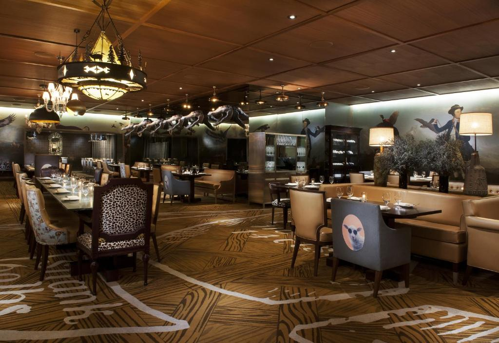 Un restaurant u otro lugar para comer en SLS Las Vegas Hotel & Casino