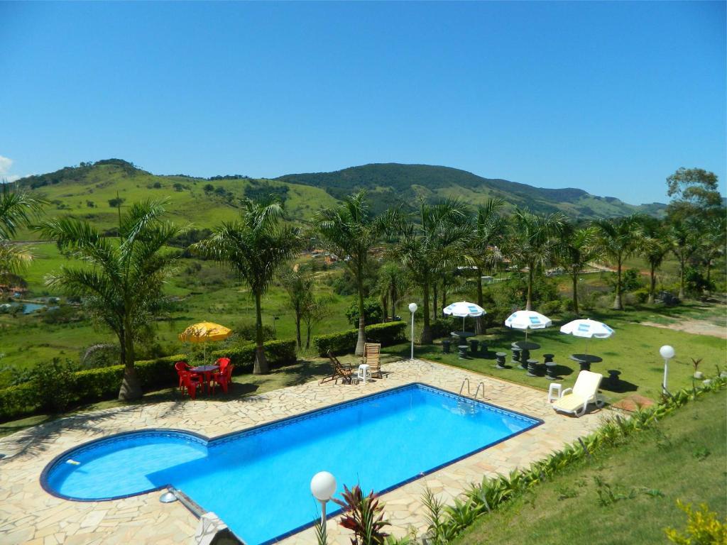 Uma vista da piscina em Pousada Caruaru ou nos arredores