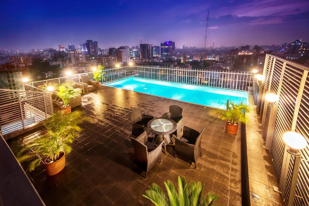 Long Beach Suites
