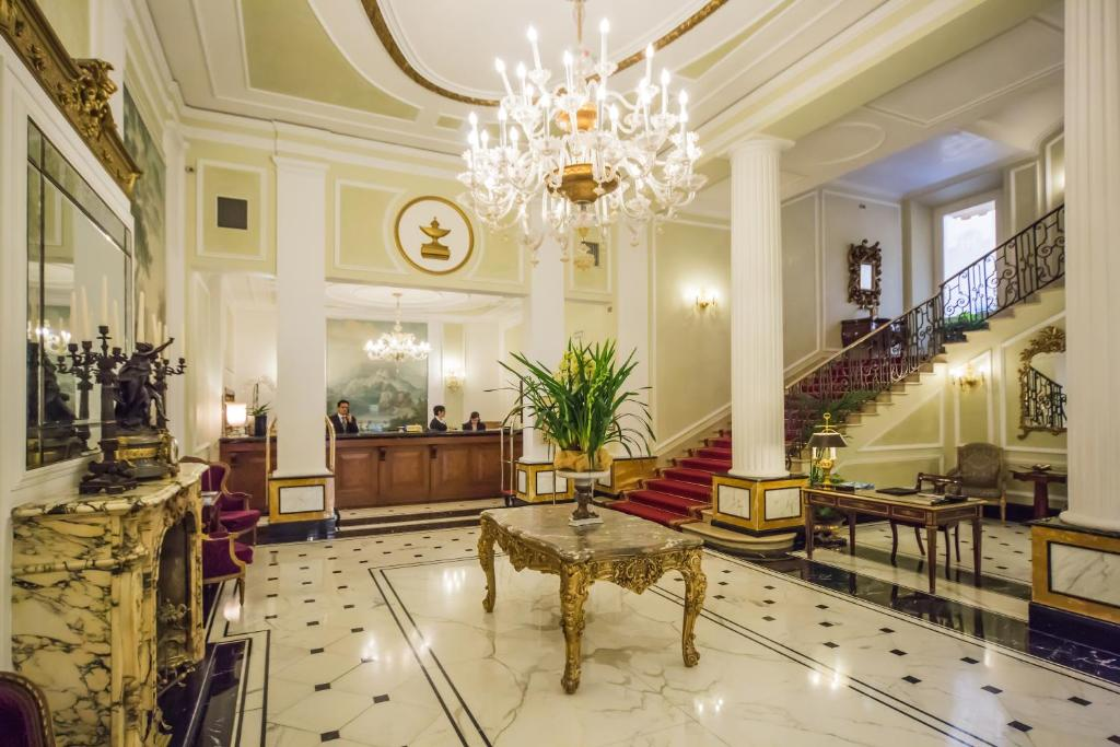 O saguão ou recepção de Grand Hotel Majestic gia' Baglioni