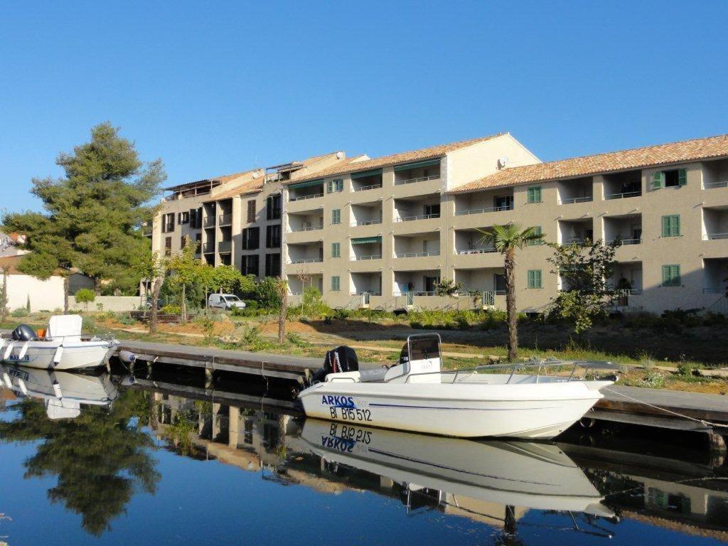 Apartment saint florent saint florent france for Reservation hotel france