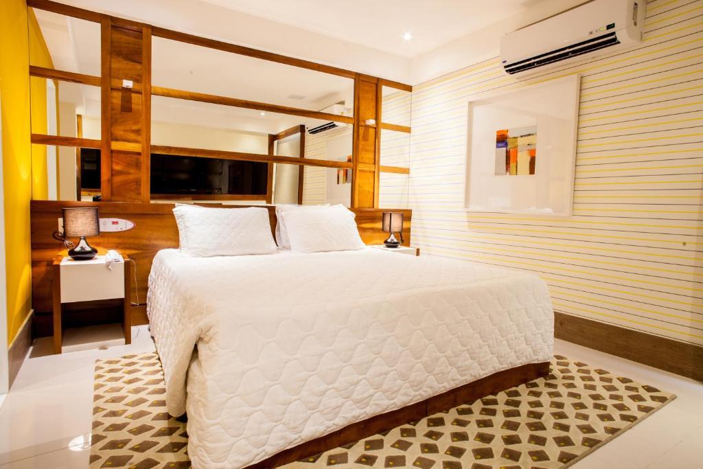 Cama ou camas em um quarto em Monza Hotel