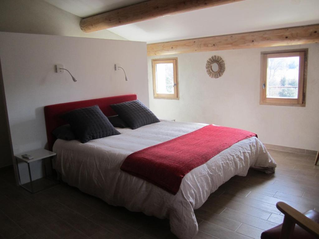 Vacation home la grand 39 vigne saint didier france - Tete de lit dressing ...