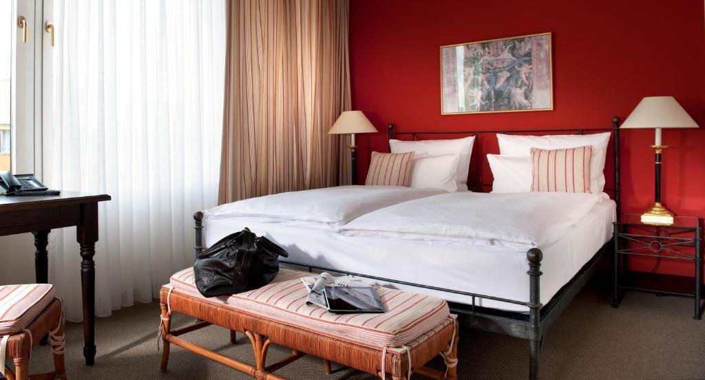 Cama ou camas em um quarto em Hotel Elbflorenz Dresden