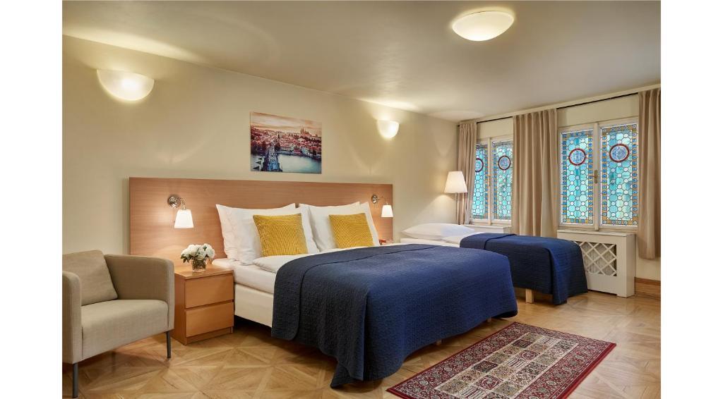 Cama ou camas em um quarto em Mostecká 12 Residence