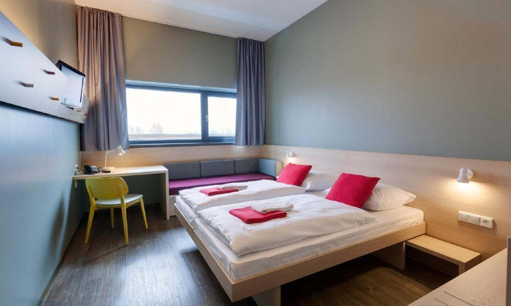 44191876 - MEININGER Hotel Berlin Airport