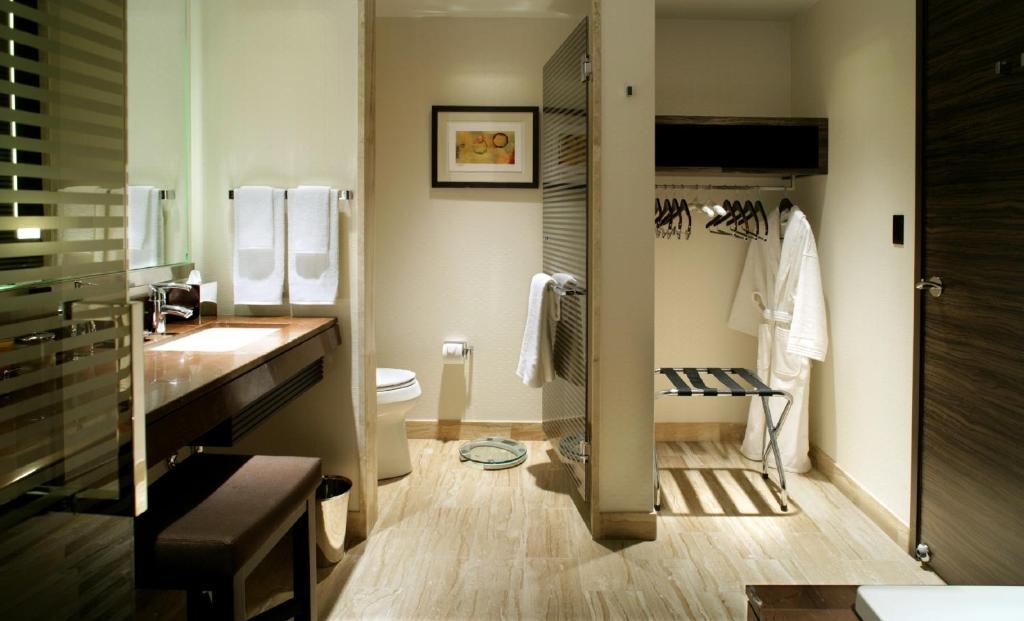 Un baño de M Resort Spa & Casino